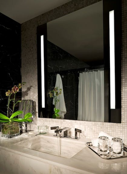 Bathroom | King Suite + Double Deluxe | SIXTY Beverly Hills Hotel