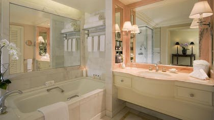 Bathroom | Villa Suite with Jacuzzi and Kitchenette | The Peninsula Beverly Hills