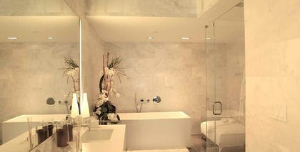 Bathroom | Deluxe One-Bedroom Suite | Boulan South Beach