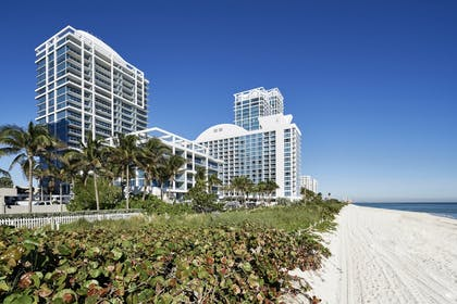 Exterior_Beach_ | Carillon Miami Wellness Resort