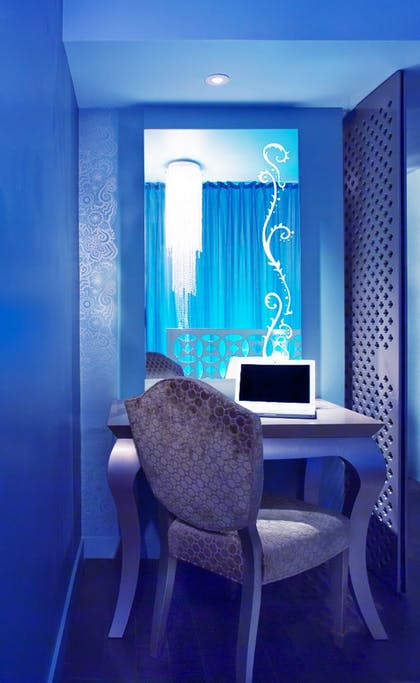 Desk | Guesthouse + Silver Deluxe King | Dream South Beach