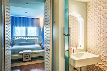 Bathroom | Guesthouse + Silver Deluxe King | Dream South Beach