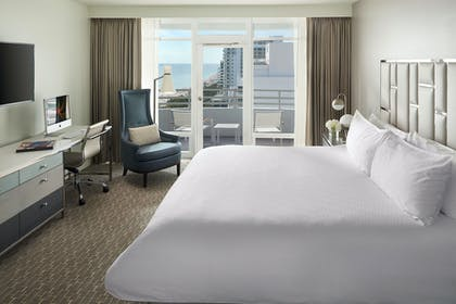 Bedroom | Grand One Bedroom Suite with Balcony | Fontainebleau Miami Beach