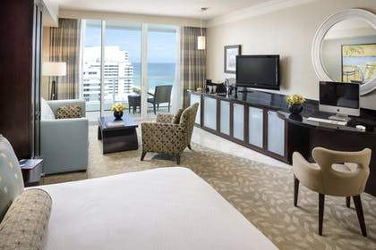 Living room | Sorrento Ocean View Junior Suite | King | Fontainebleau Miami Beach