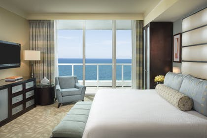 Bedroom | Sorrento One Bedroom Oceanfront Suite + Junior Suite | King | Fontainebleau Miami Beach