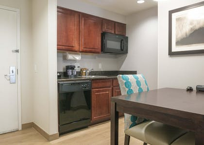 Suite Kitchen | 1 King Bed 1 Bedroom Suite Non-smoking | Homewood Suites by Hilton Miami - Airport West