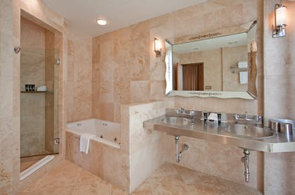 Bathroom | The Loft Suite | The Raleigh Hotel