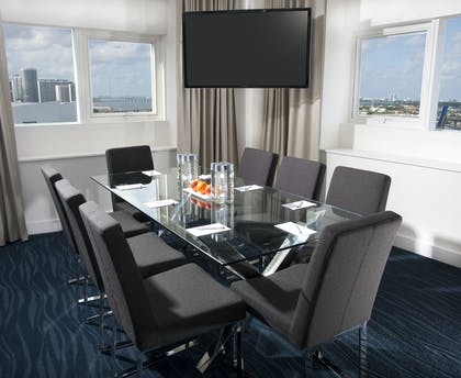 Dining area | YVE Master Suite | YVE Hotel Miami