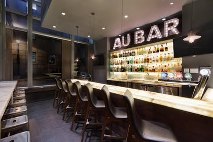 Bar | Embassy Suites by Hilton Montreal