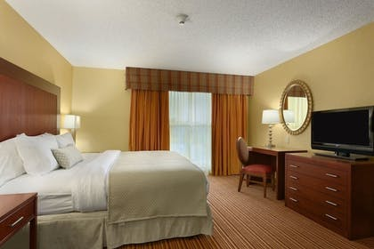 9c592d39_z.jpg | 2 Room Special Suite - 1 King Bed | Embassy Suites by Hilton Nashville SE Murfreesboro