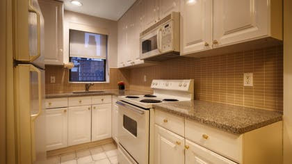 Kitchen | One Bedroom Apartment Suite | Queen | Best Western Plus Hospitality House