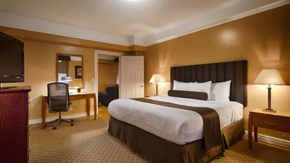 King Master Bedroom   Two Bedroom Apartment Suite   King & Queen   Best Western Plus Hospitality House