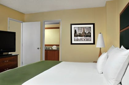 Bedroom.jpg | 1 Kg Suite-Times Sq Views-Liv Rm Sofa Bed | DoubleTree Suites by Hilton New York City - Times Square