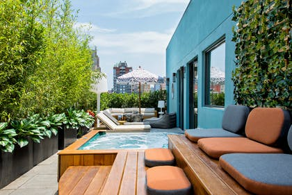 Terrace | Guesthouse   | Dream Downtown
