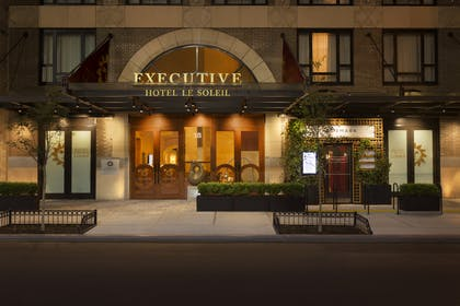 Exterior | Executive Hotel Le Soleil New York