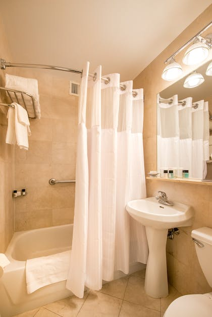 Bathroom | Deluxe Corner Suite Two Double Beds | Hotel Beacon