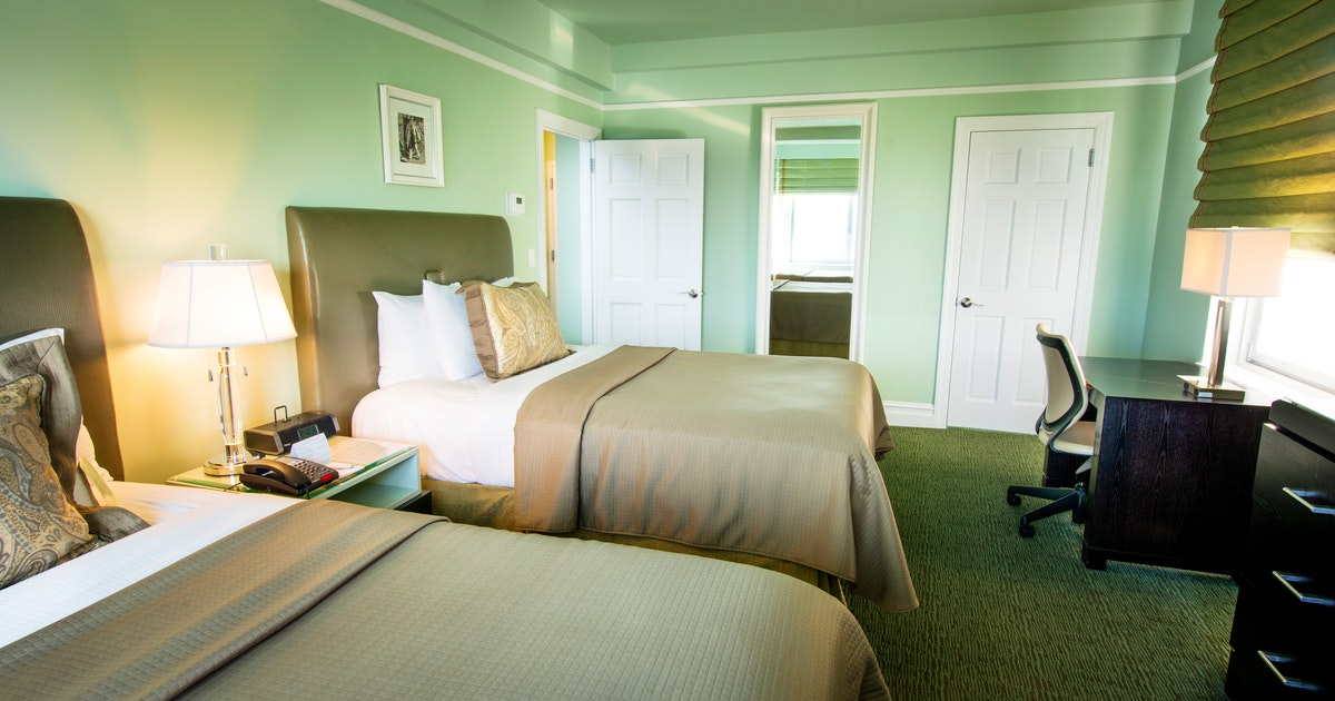 Deluxe corner suite two double beds at hotel beacon - What hotels have 2 bedroom suites ...