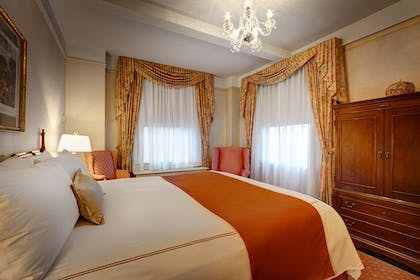 Bedroom | Grand King Suite | Hotel Elysee by Library Hotel Collection