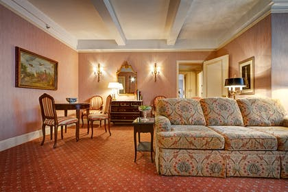 Living area | Grand King Suite | Hotel Elysee by Library Hotel Collection