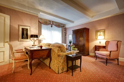 Living room | Grand King Suite | Hotel Elysee by Library Hotel Collection