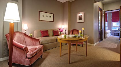 Sitting area | Classic King Suite | Hotel Giraffe