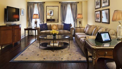 Living Room | Classic One Bedroom Suite | Hotel Plaza Athenee