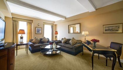 Living Room | One-Bedroom Suite | Hotel Plaza Athenee