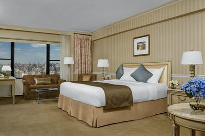 Bedroom | Honeymoon Suite + Premier City View Queen | Park Lane Hotel New York