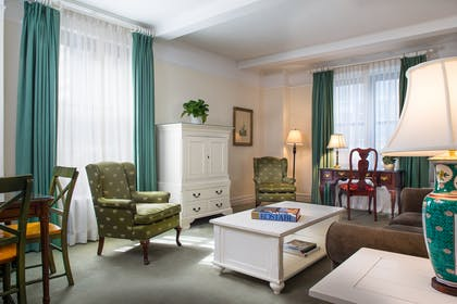 Living Room | One Bedroom Suite + Classic Standard King | Roger Smith Hotel