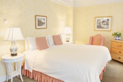 Bedroom | Superior One Bedroom Suite | Roger Smith Hotel