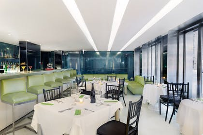 Bar & Restaurant | Shoreham Hotel