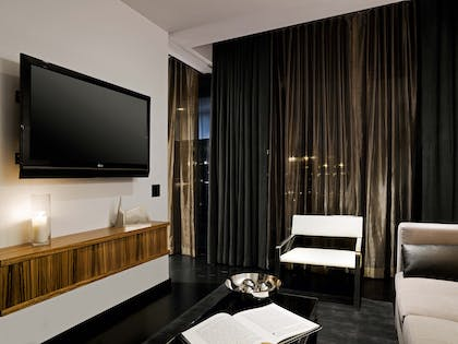 Living Room TV | SIXTY Suite | SIXTY Lower East Side