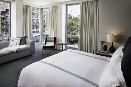 Bedroom | Smyth Suite + Studio King | Smyth, a Thompson Hotel
