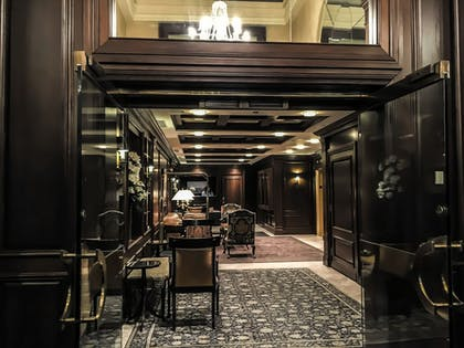 Hotel Entrance | The Blakely New York