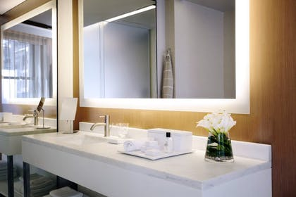 Bathroom | Corner Junior Suite + Premier Guestroom | 2 Queens | The Knickerbocker