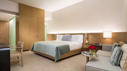Bedroom | Corner Junior Suite + Premier Guestroom | 2 Queens | The Knickerbocker