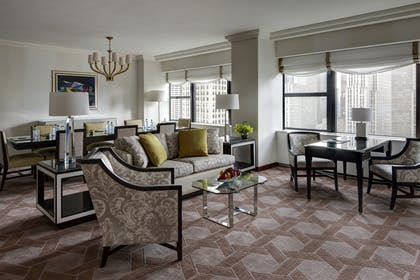 Living Room | Deluxe Corner Suite | Lotte New York Palace