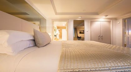 Bedroom | Grand One Bedroom Suite | The Michelangelo