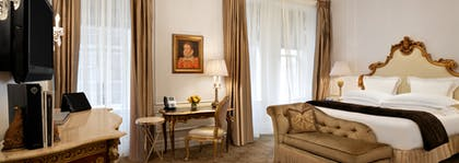 Bedroom | Edwardian Suite + Deluxe King Room | The Plaza Hotel