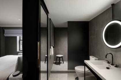 Bathroom | Deluxe King Suite | The Time New York