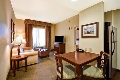 Living Area | 2 Queen Beds 1 Bedroom Suite | Homewood Suites by Hilton Charleston Airport