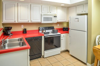 Kitchen 2 | One Bedroom Suite | Barefoot'n Resort by Diamond Resorts