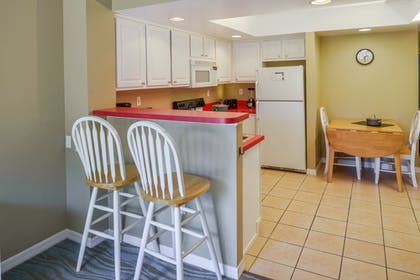 Kitchen Bar | One Bedroom Suite | Barefoot'n Resort by Diamond Resorts