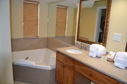 Master Bath | Three Bedroom Suite | Cypress Pointe Resort