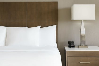 Bed | 1 King Bed Junior Suite with Sofabed | DoubleTree by Hilton Orlando Airport
