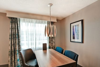 Dining Area | 2 Room Corner Suite - 2 Double Beds - Nonsmoking | Embassy Suites Orlando - Downtown
