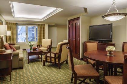 Parlor | Junior Suite | Hyatt Regency Orlando International Airport