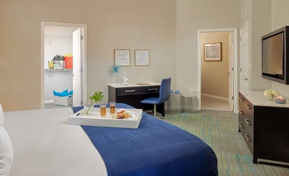 Desk Area | 1 Bedroom 1 Bath Deluxe View | The Grove Resort & Spa Orlando