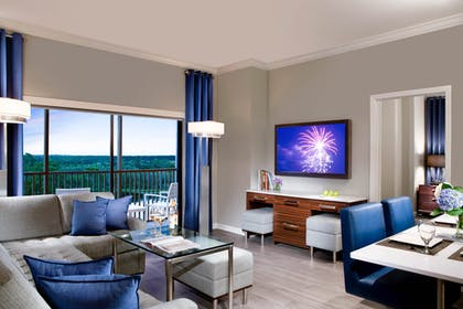 Living room | 1 Bedroom 1 Bath Deluxe View | The Grove Resort & Spa Orlando