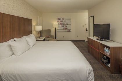King Bed | 1 King/1 Queen 2 Bedroom Suite | DoubleTree by Hilton Hotel & Suites Pittsburgh Downtown
